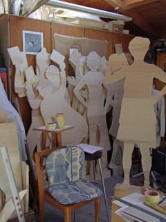 Ausgeschnittene Figuren im Raum