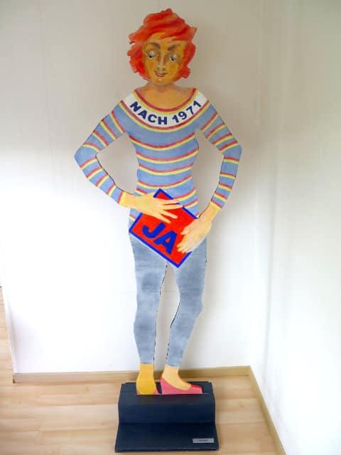 Frauenfigur aus Holz ausgeschnitten von Helene Basler-Maerchy 12