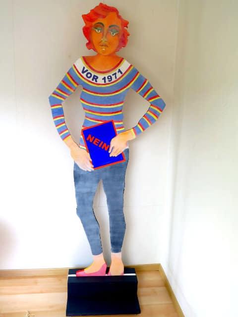Frauenfigur aus Holz ausgeschnitten von Helene Basler-Maerchy 22