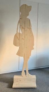 Frauenfigur Holz ausgeschnitten von Doris Michel