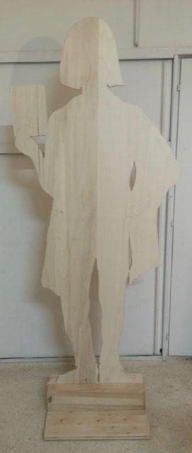 Frauenfigur aus Holz ausgeschnitten von Rosalba Arcilla