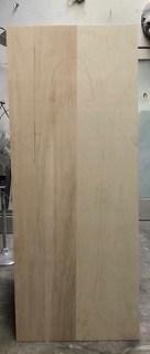 Holzblock zum Ausschneiden der Frauenfigur