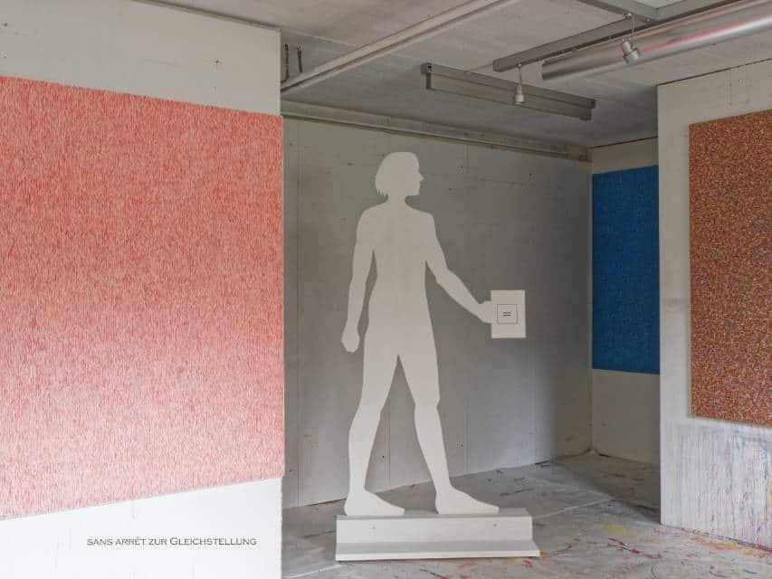 Frauenfigur von Esther Loeffel im Atelier