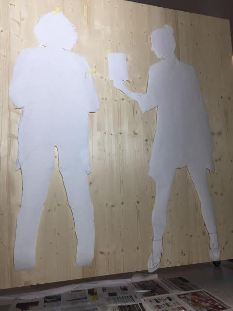 Frauenfiguren auf Holz