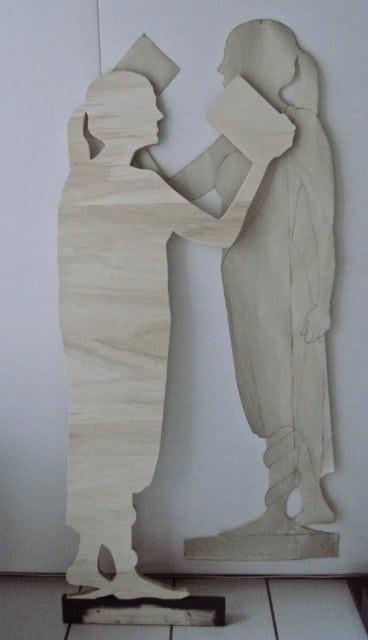 christine-jenzer-Holzfigur-mit-Skizze